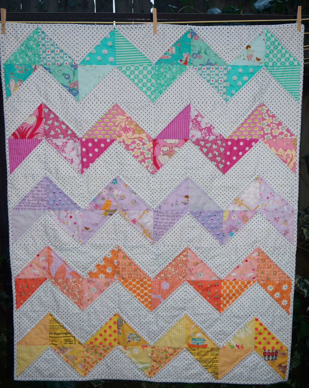 Quilting Designs For Chevron Quilts : Roxy Creations: Chevron Baby Girl Quilt
