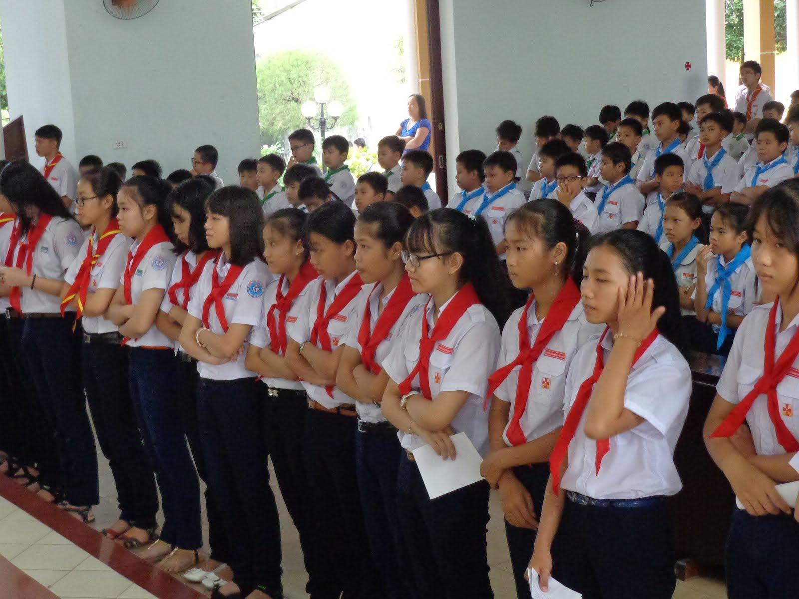 TRAO KHĂN H.TRƯỞNG & DỰ TRƯỞNG Ngày 20.11.2016