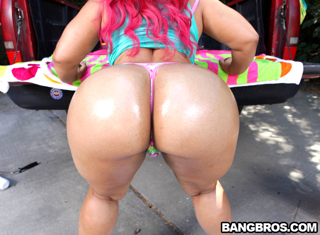 Cherokee Pinky car wash huge asses fuck 16 - XVIDEOSCOM