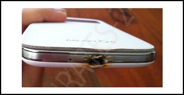 Sebuah Samsung Galaxy S4 dikabarkan terbakar saat mengisi baterai pada ...