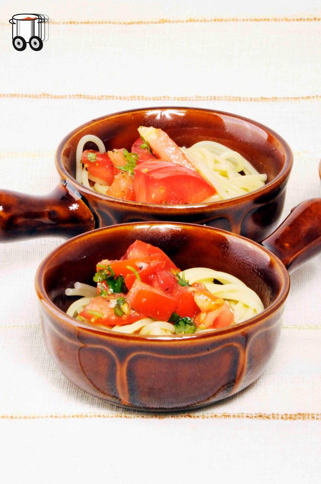 Szybko Tanio Smacznie - Makaron z pomidorowo - kolendrową salsą