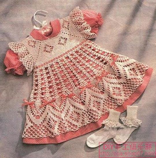 Перейти. Вязаные платья детские со схемами вязания. . 31 модель Платье для двухлетней дочери