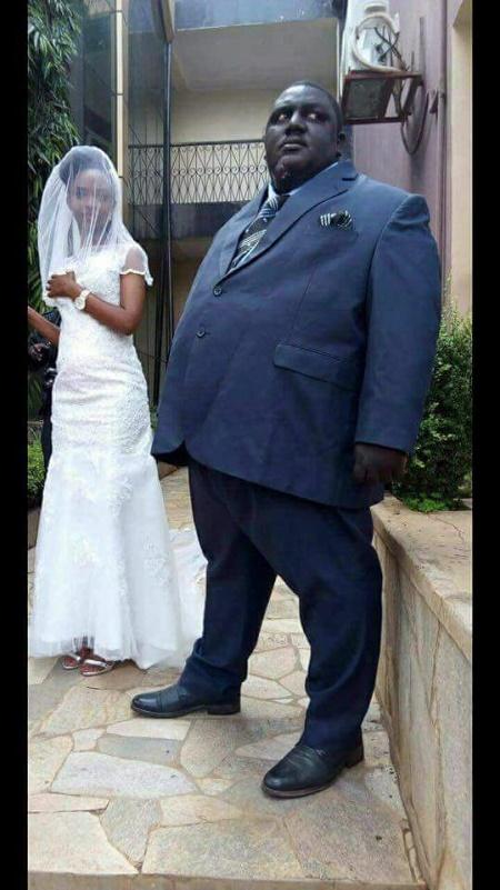 Shocking Wedding Photos Of Fat Man Marrying A Very Slim Lady