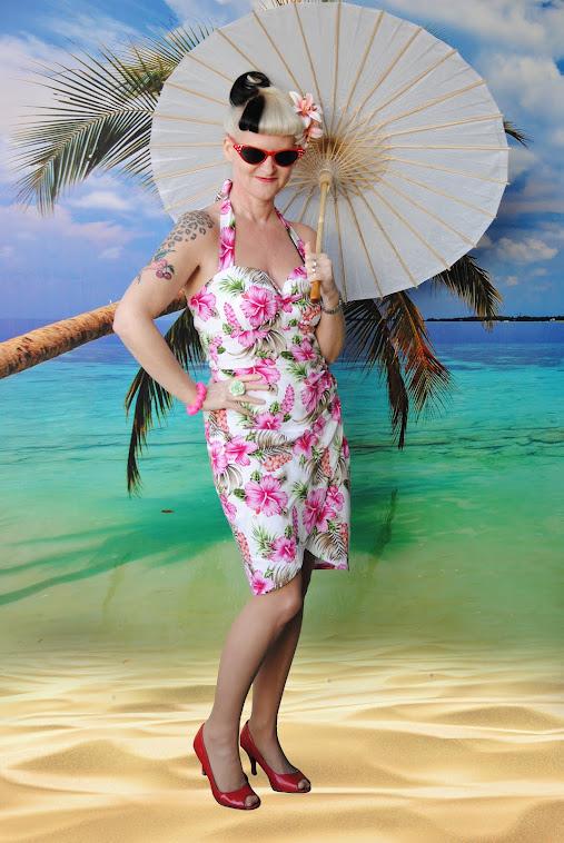 Pink Hawaï sarong dress.