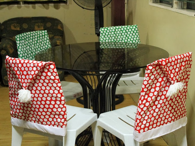 http://love-homemade.blogspot.com/2013/12/santa-hat-chair-cover.html