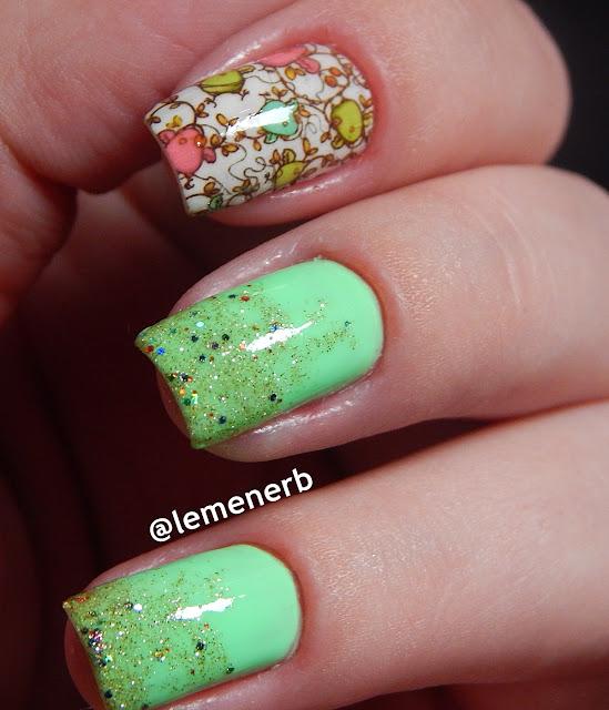 unha com esmalte verde