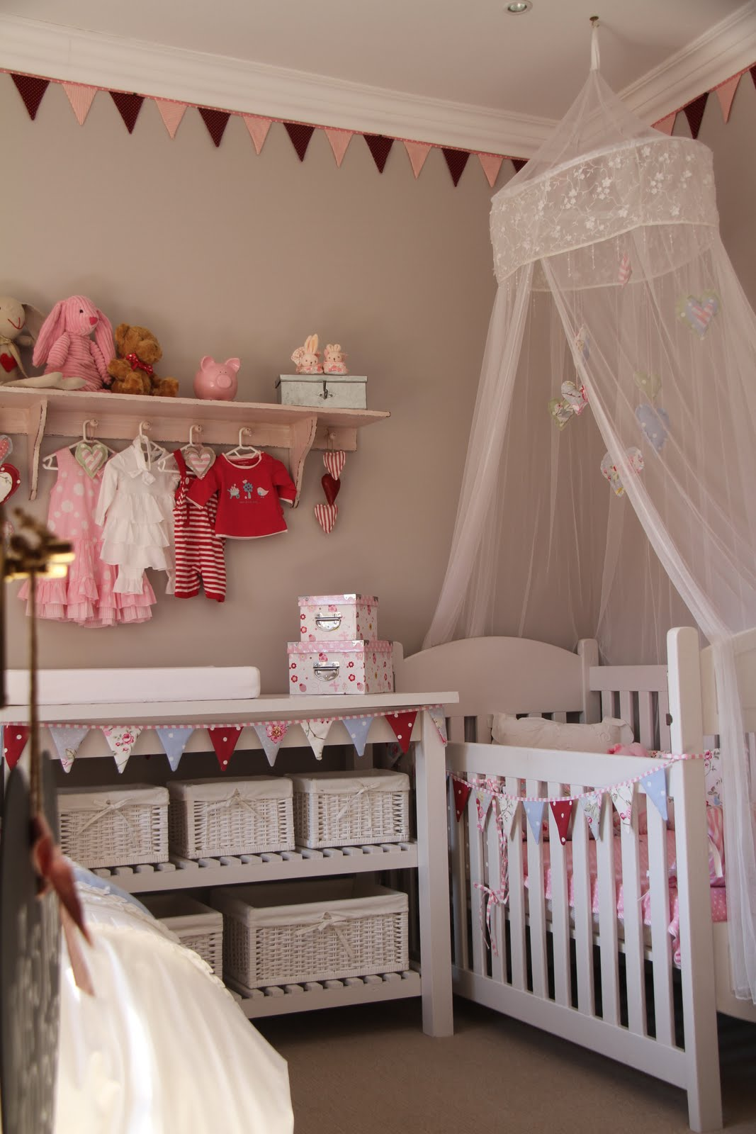 i spy pretty our baby girl mia 39 s diy nursery. Black Bedroom Furniture Sets. Home Design Ideas