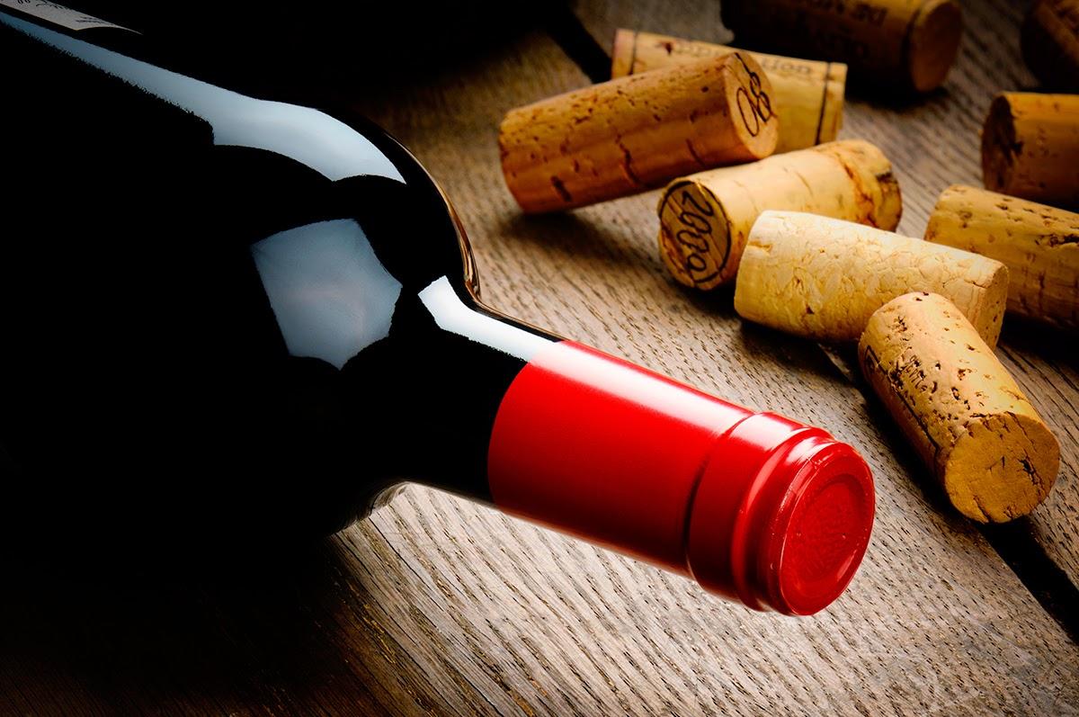 Trucos para abrir una botella de vino sin sacacorchos
