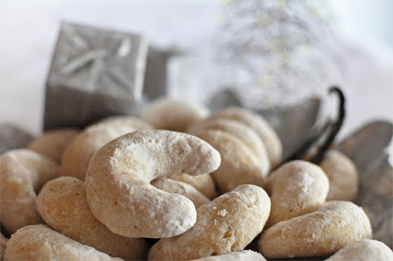 Vanilla crescents mogwai soup these vanilla cookies are one of the most traditional croatian christmas cookies they have a specific crescent shape and wonderful vanilla taste forumfinder Gallery
