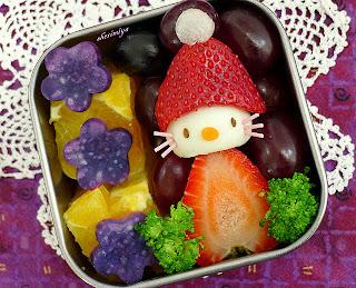Hello Kitty  Santa fruit salad bento box for Christmas