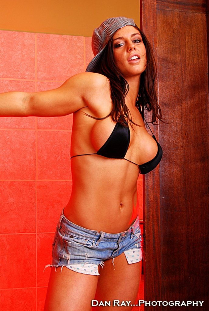 Sexy and stunning bikini photos of kaitlyn wwe bulletin for Hottest wwe diva