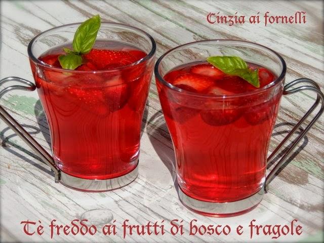 tè freddo fragole e frutti di bosco