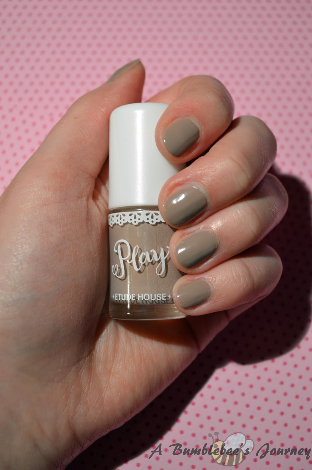 A Bumblebee´s Journey: (Review) Etude House Play Nail # 32