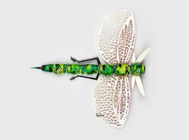 Insectos bellamente labrados hechos de papel reciclado