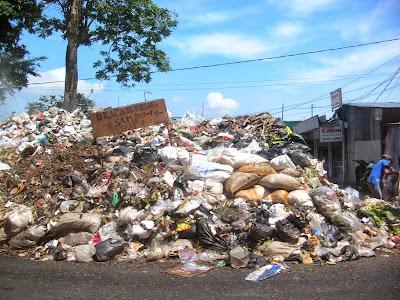 Sampah berserakan