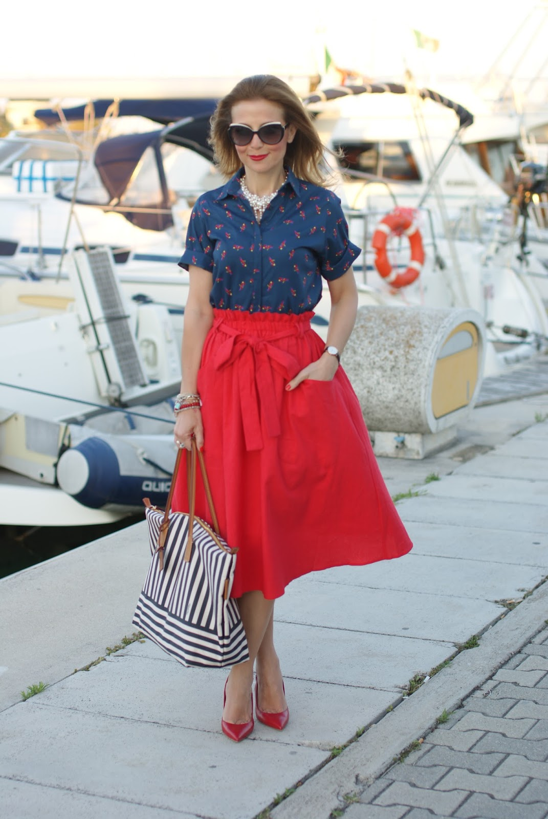 Chic holiday stile with a Robertina stripe bag, Le Silla red slingbacks and Asos red linen midi skirt on Fashion and Cookies fashion blog