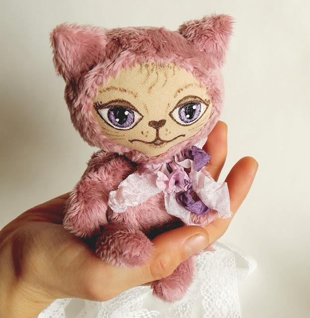 кот в ладошке
