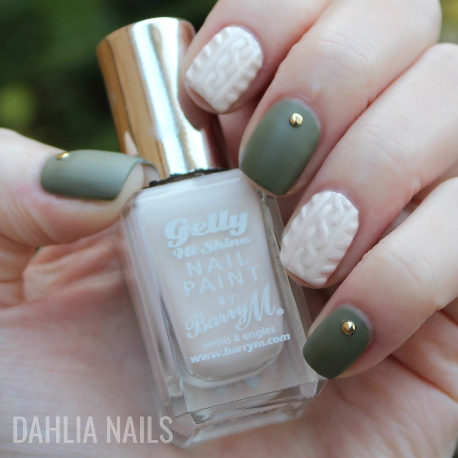 Dahlia Nails: 3D Winter Sweater Nails