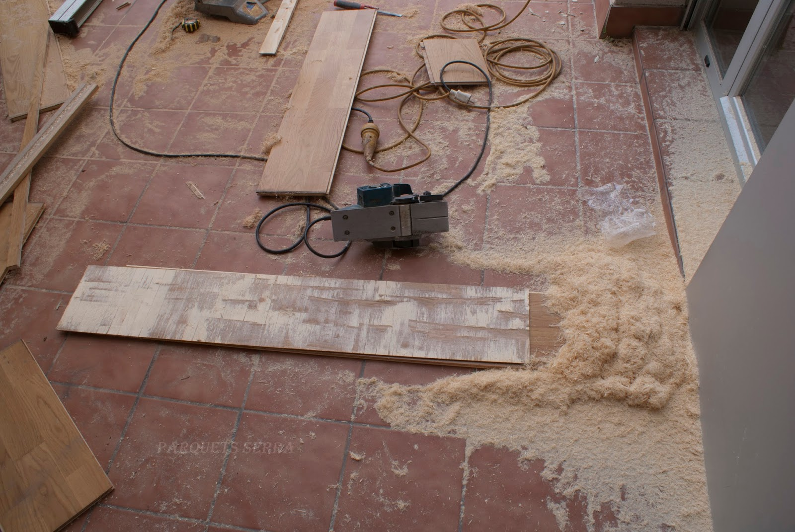 Como arreglar parquet tarima flotante abombada agujero - Como reparar piso de parquet rayado ...