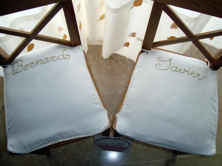 Canastillas y primores cojines javier y bernardo for Cojines con nombres bordados