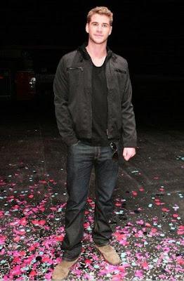 Liam Hemsworth de cuerpo entero