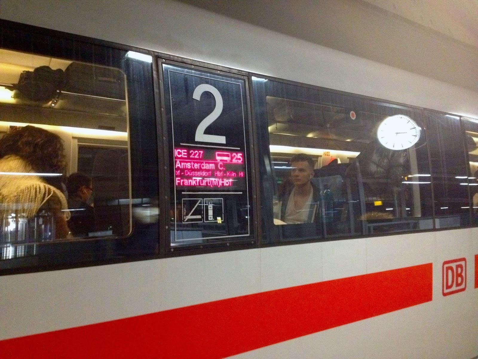 ICE 227 dengan rute Amsterdam Centraal – Frankfurt Hauptbahnhof
