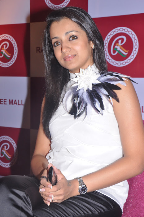 trisha new @ ramee mall launch