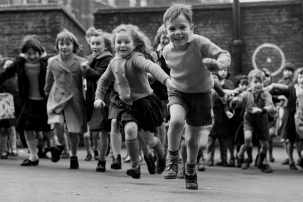 https://www.google.co.uk/search?q=children+in+playground&biw=1301&bih=616&source=lnms&tbm=isch&sa=X&ved=0CAYQ_AUoAWoVChMIu_aB0v6TxgIVyhMsCh0_KAAc#tbm=isch&q=children+in+school+playground&imgrc=i-YlzAQdhlYtYM%253A%3B610fLjTQSteLdM%3Bhttp%253A%252F%252Fwww.blogcdn.com%252Fwww.parentdish.co.uk%252Fmedia%252F2011%252F05%252Fchildren-playground.jpg%3Bhttp%253A%252F%252Fwww.huffingtonpost.co.uk%252F2011%252F05%252F06%252Fteacher-sacked-for-carrying-boy-into-school_n_7389210.html%3B590%3B393