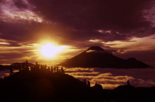 Golden Sunrise Sikunir Dieng