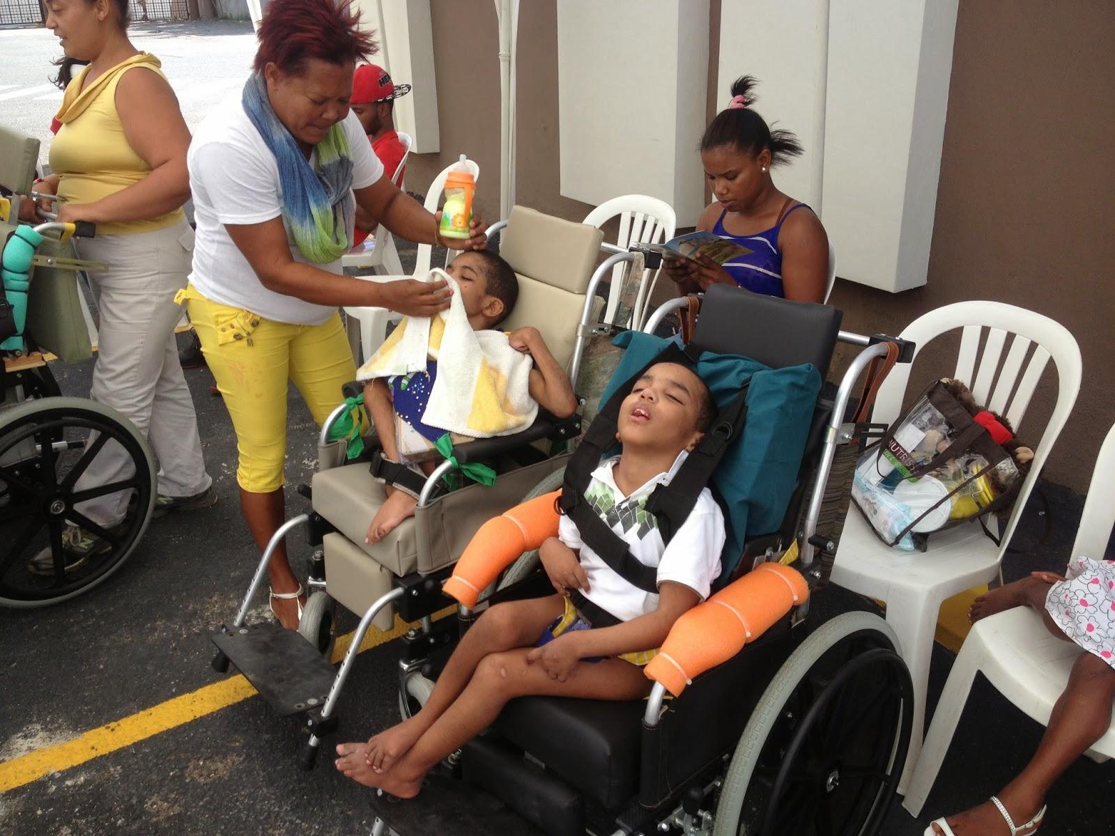 Plan Social coordina que niños con parálisis cerebral reciban sillas especiales de parte de Isla Dominicana Petróleo y Joni And Friends