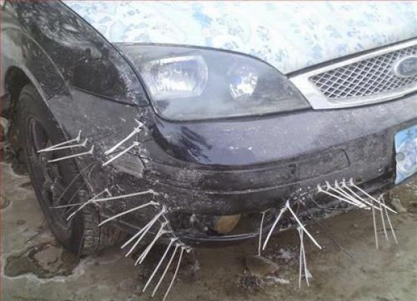 Réparation rapide d'une voiture dans le genre film d'horeur