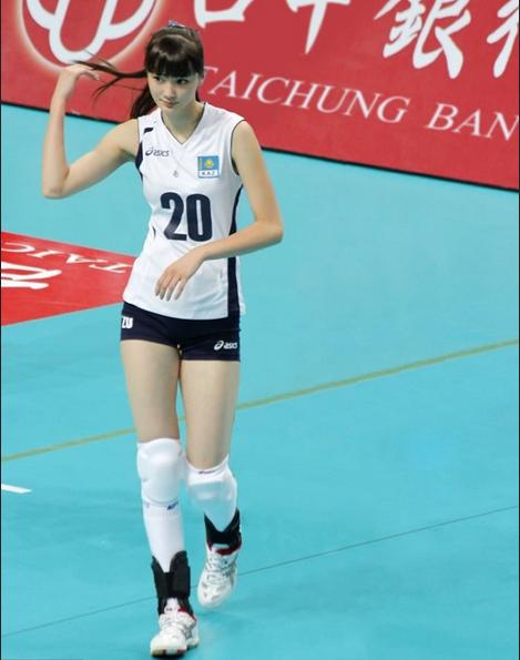 Sabina Altynbekova, Atlet Voli Cantik
