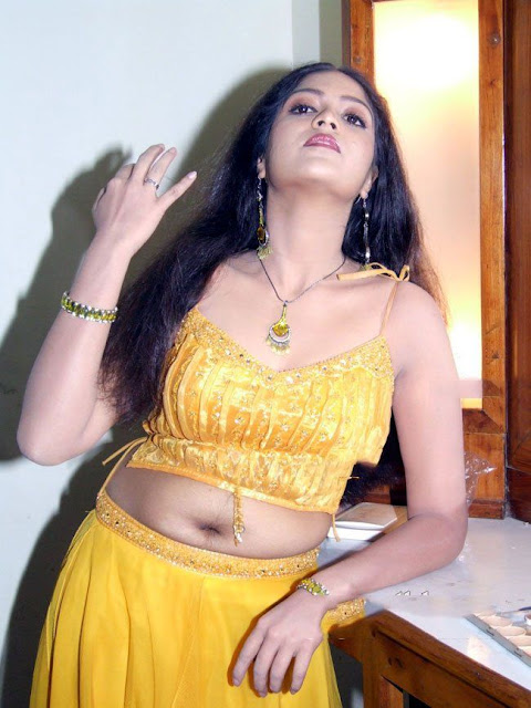 طیز نیک http://www.mygupsup.com/Meghana_Raj_Dark_Navel_Show_In_Yellow_Dress/