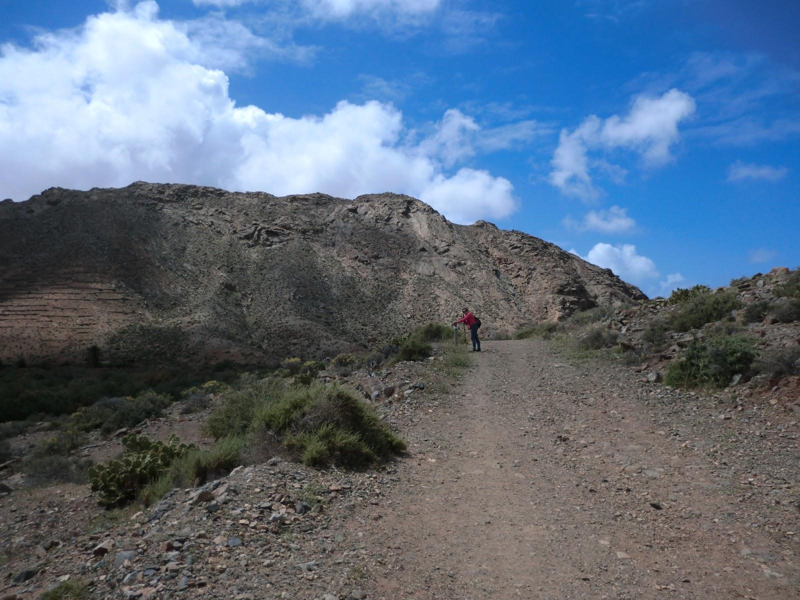 Senderismo y ciclismo en Fuerteventura. Por caminos, senderos y ...