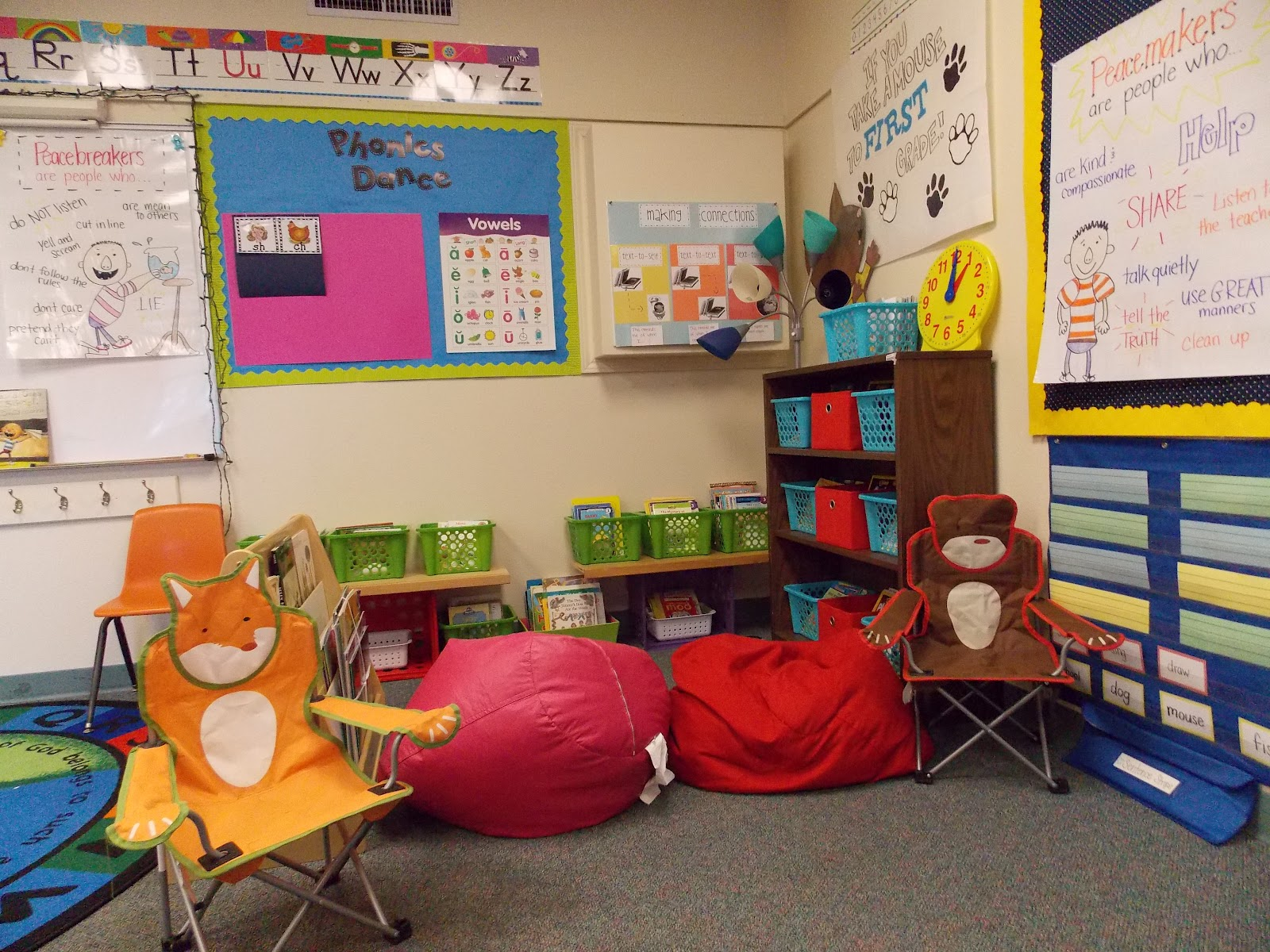 Innovative First Grade Classroom ~ A day in first grade back to school operation set up