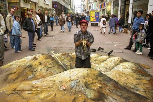 julian beever disfrutando de su pintura terminada