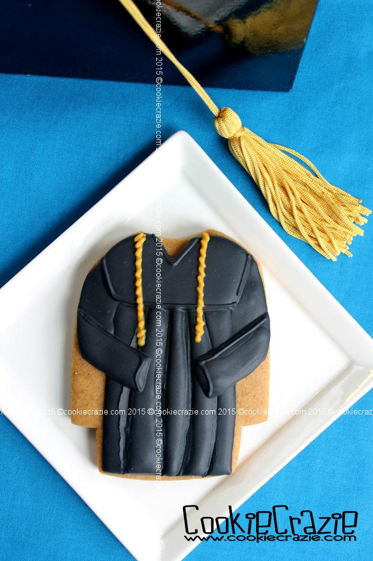 http://www.cookiecrazie.com/2015/05/graduation-robe-cookie-tutorial.html