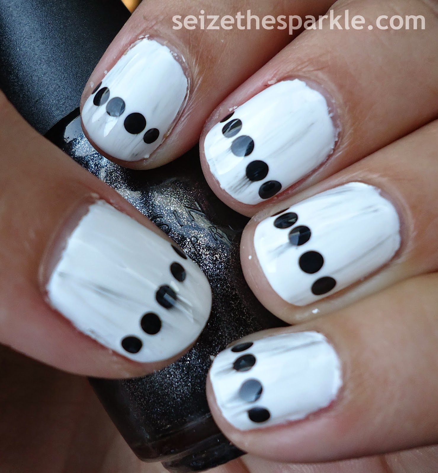 Black & White Dotticure