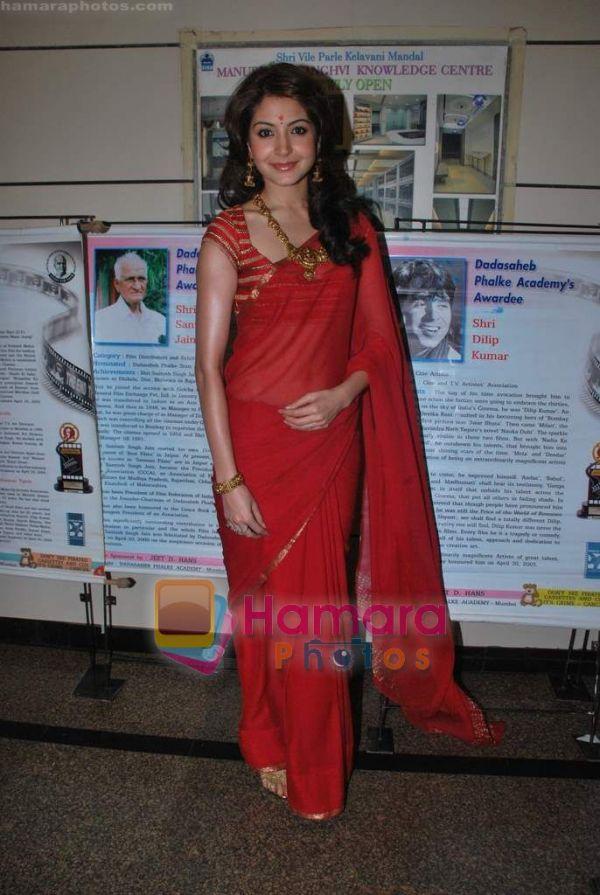 anushka sharma hot saree pics. Actress Anushka Sharma in Red