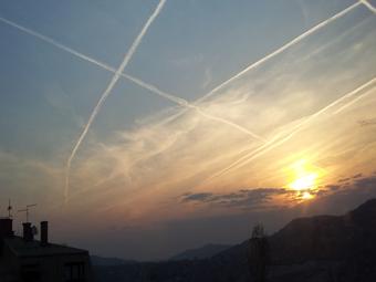 Chemtrail (hemijski mlaz) iznad Sarajeva