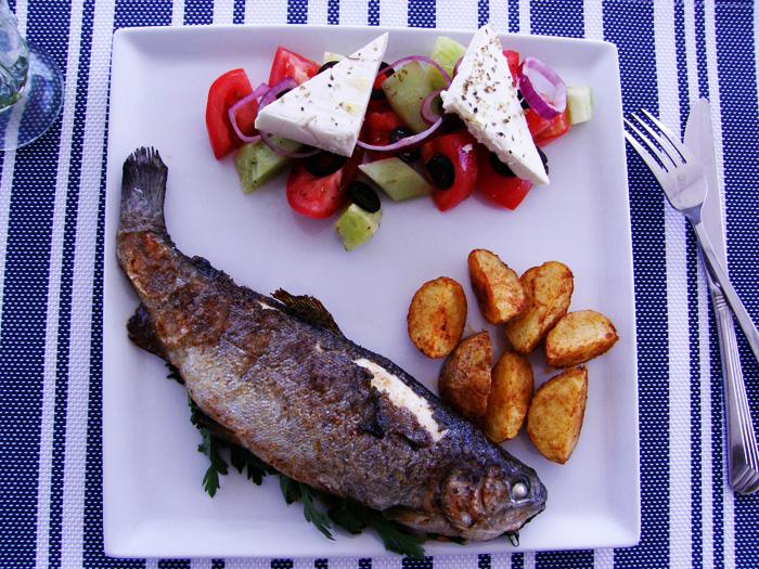 http://www.monikabregula.pl/2015/09/pstrag-z-pieczonymi-ziemniakami.html