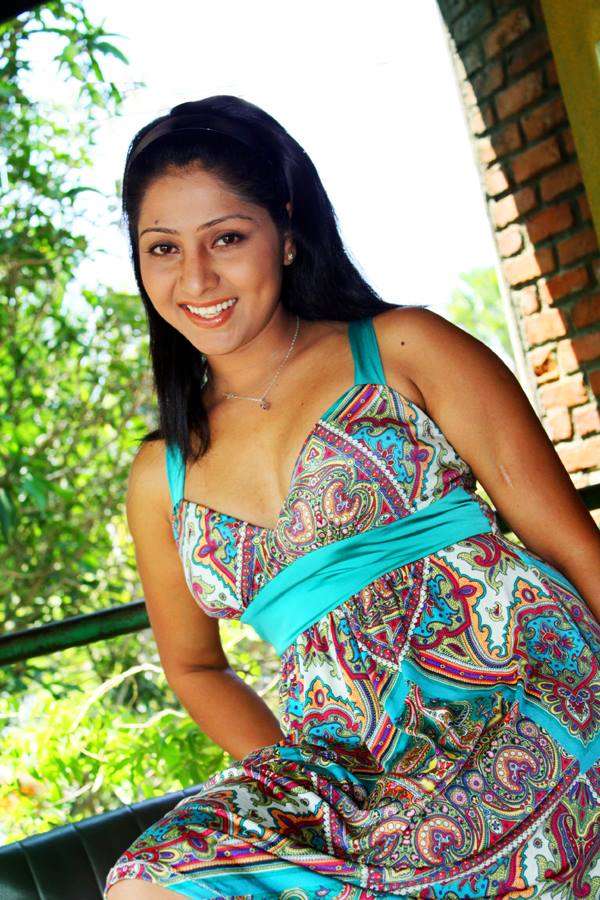 Udayanthi Kulathunga   Sri Lanka Hot Picture Gallery. Udayanthi Kulathunga Hot