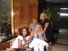 Con Amigas en el Hall del Hotel Grand Boulevard