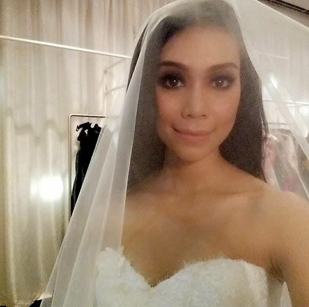 Foto : Baju Pre-Wedding Sharifah Sakinah Dedah Dada Dikritik, info, terkini, hiburan, sensasi, sharifah sakinah, gossip, kontroversi, pre wedding sakinah