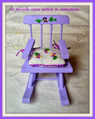 mobili per casa delle bambole