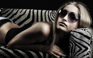 Blonde Teen Girl In Jeans Eyes Glasses HD Wallpaper