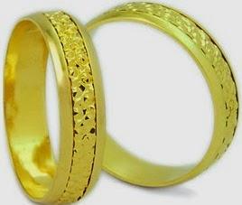 Preços de alianças para bodas de ouro com entalhes