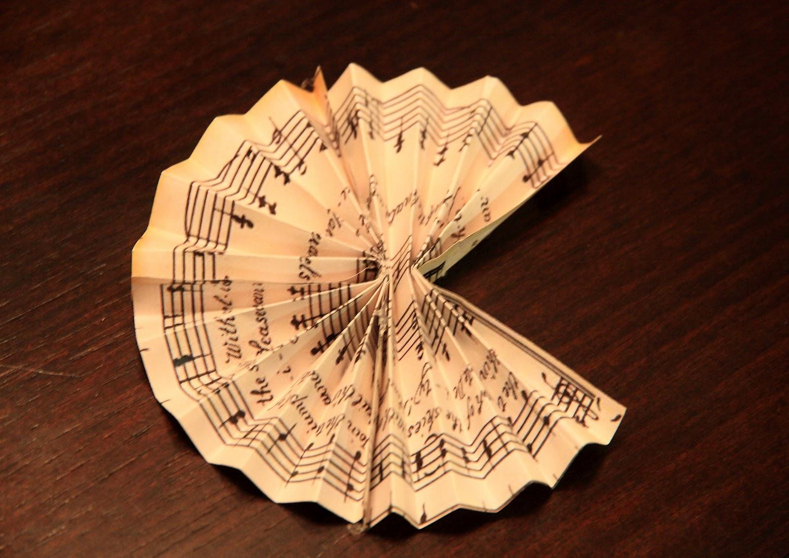 Christmas music ornaments - Save
