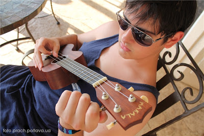 Надо подстроить гитару