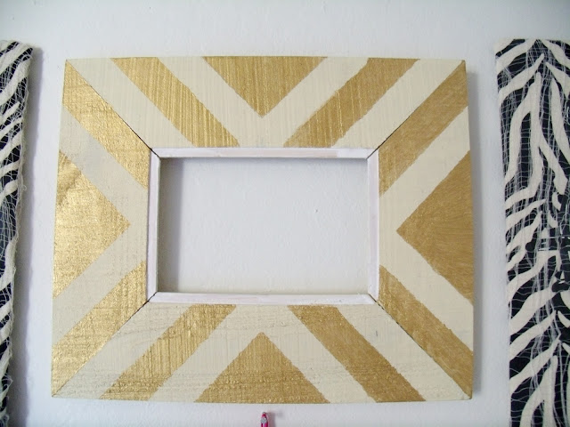 GOLD STRIPED FRAME